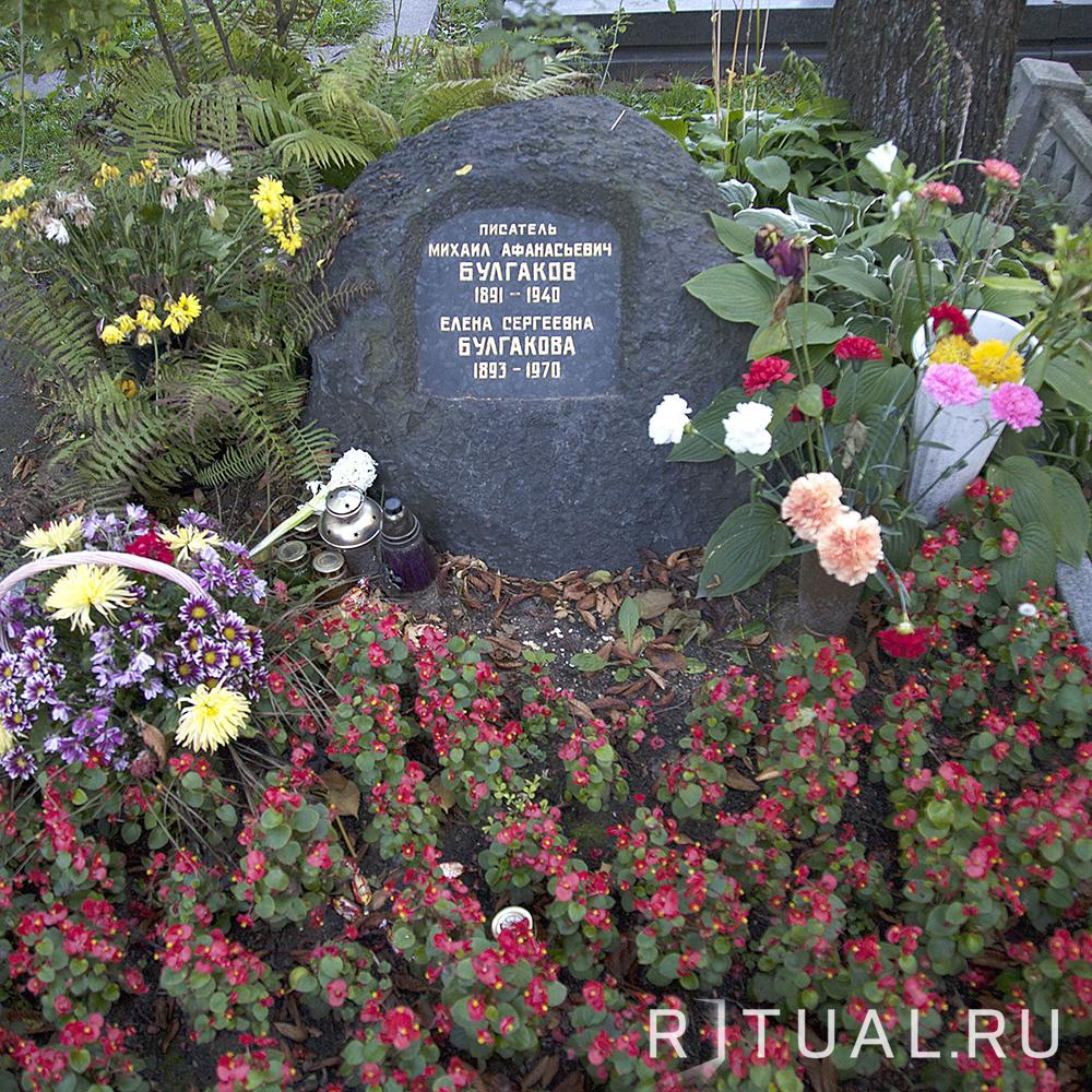 Могил� знамени�о��ей на Новодеви��ем кладби�е