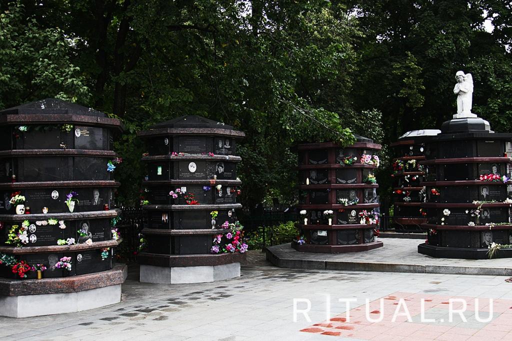 Заказ памятника на кладбище Беговая Цоколь резной из габбро-диабаза Темрюк